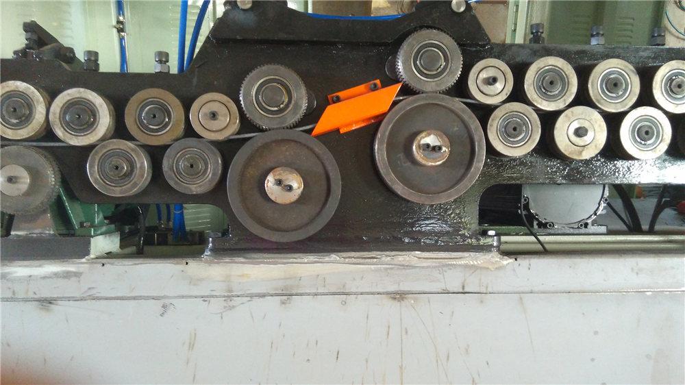 Automatikus keverőhajlító gép